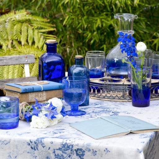 blue-garden-tableware