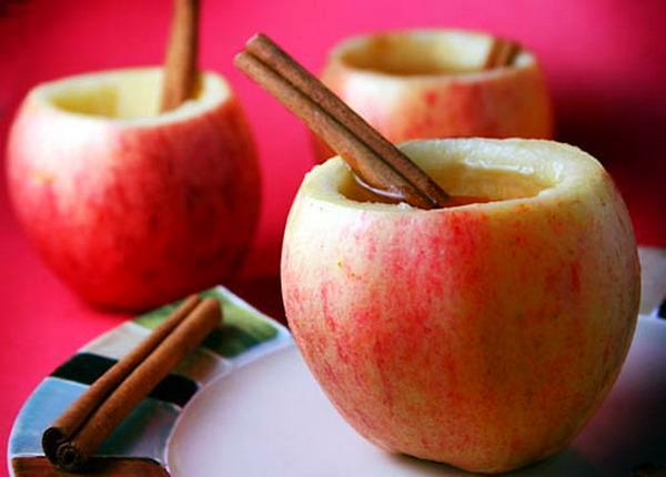 דבש בתפוח עם מקל קינמון