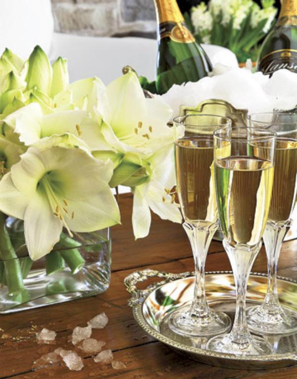שמפניה וגביעי יין