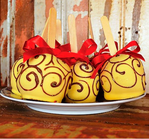 תפוחים מצופים שוקולד לבן