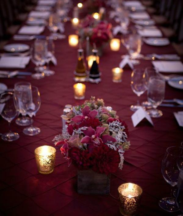 מפת שולחן בצבע יין