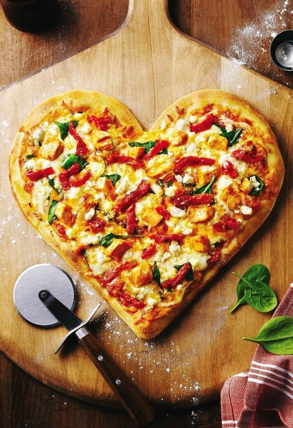 פיצה בצורת לב