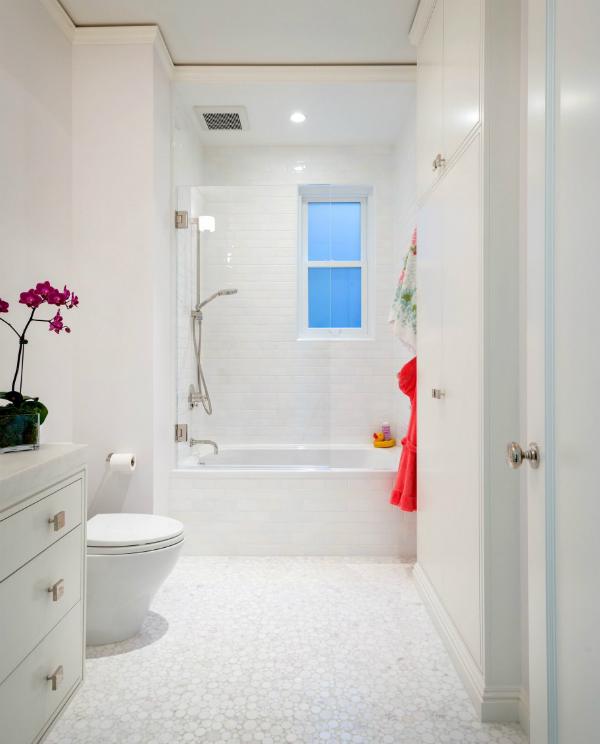 מקלחת בלבן