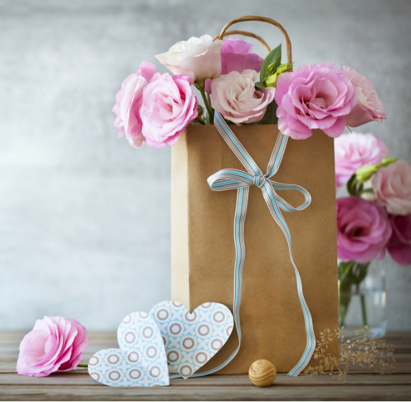 Mothers-Day-Goft-Bag-Filled-with-Beautiful-Flowers