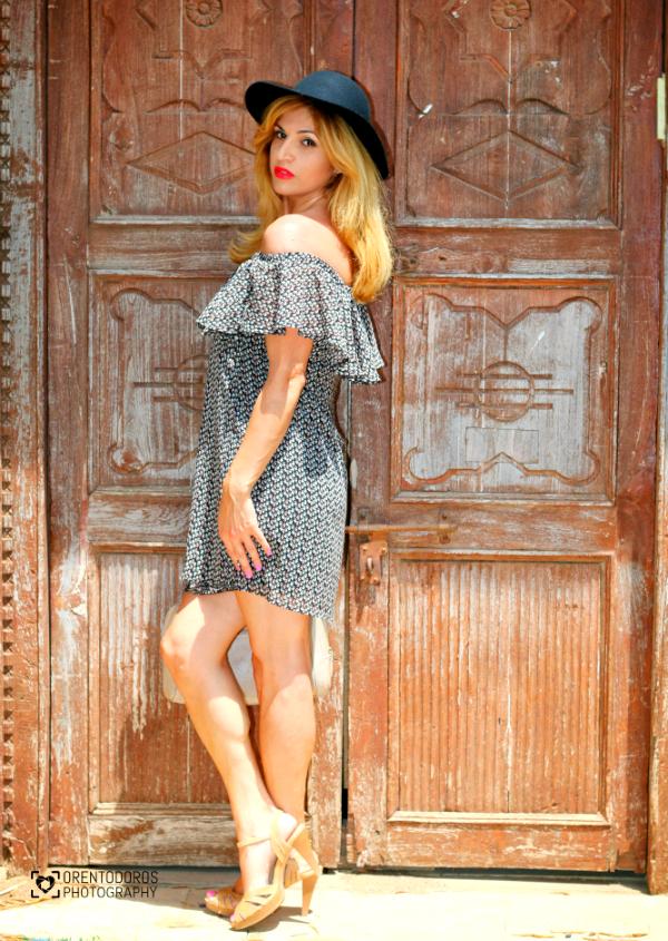 בכתפיים חשופות שמלת קסטרו סיילקיץ